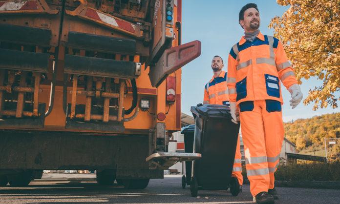 Müllmänner bei der Arbeit